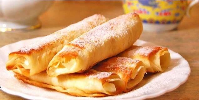 4. При подаче полейте сверху медом и посыпьте сахарной пудрой. Вкусно, сытно и полезно!