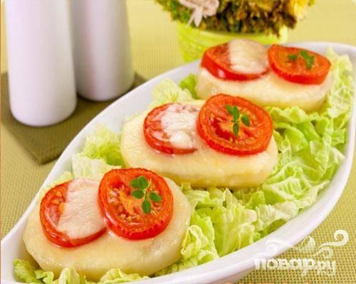 6.Затем картофель достаем из духового шкафа и перекладываем на блюдо. Можно украсить зеленью.