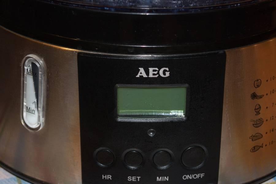 """Для приготовления блюда, а именно — риса под соусом """"Терияки"""" нам необходимо приготовить непосредственно рис. Я предпочитаю рис готовить в пароварке. Итак, в пароварку заложите рис. Залейте водой из расчета 1 к 2, и включите прибор. Время приготовления в моей пароварке — 40 минут."""