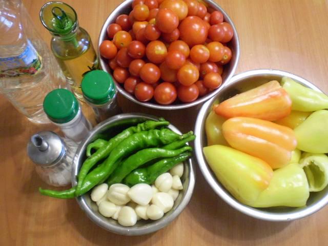 Подготовим овощи для аджики.