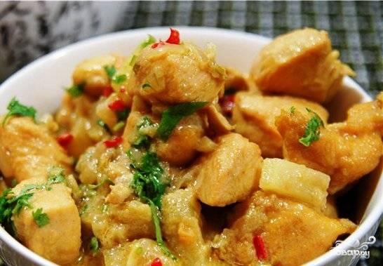 Готовое блюдо посыпаем рубленой свежей кинзой - и все, его можно подавать! Приятного аппетита :)