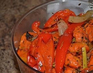 Теперь переложите овощи в чашу блендера.