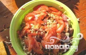 10. Выкладываем овощи на мясо.
