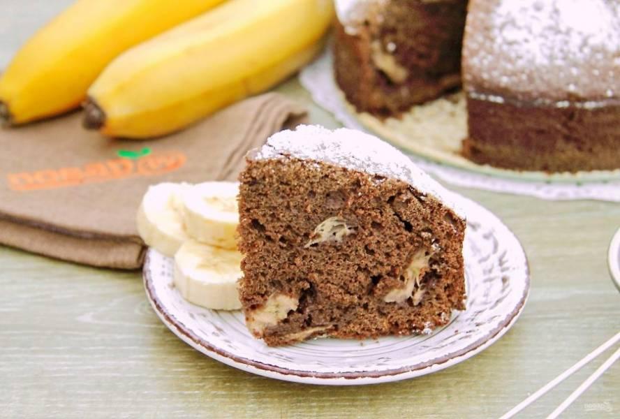 Шоколадно-банановый пирог готов. Приятного аппетита!