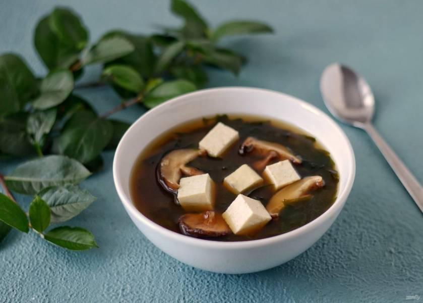 Суп с вакаме готов, приятного аппетита!