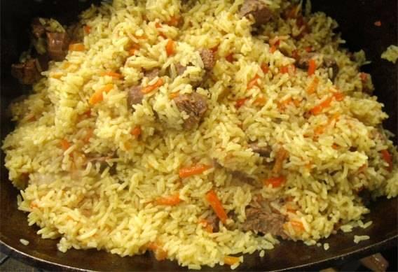 5. Примерно через 40 минут вся вода уже впитается рисом. Можно перемешать и подавать! Приятного аппетита!