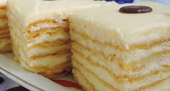 Затем наслаждаемся вкуснейшим тортом заварным. Приятного чаепития!