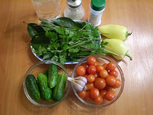 Подготовьте сразу все овощи. Вымойте. Перец и чеснок нужно очистить. Банки и крышки должны быть стерильными.