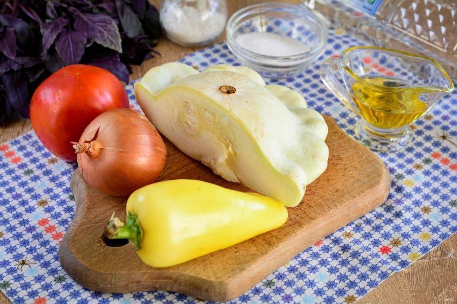 Подготовьте продукты для приготовления салата из патиссонов на зиму.