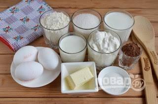 1. Подготовьте продукты для тортика. Также понадобится миксер и 1-2 разъемных формы размером 18-20 см. Я пекла в форме 21 см, поэтому коржи более тонкие вышли.