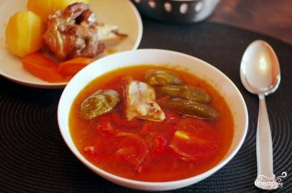 Подать шурпу в разных тарелках: на одну выложить мясо и картофель, а в другой подать бульон. Приятного аппетита!