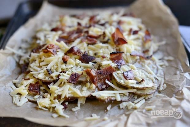 7. Вновь картофель, сыр и бекон.