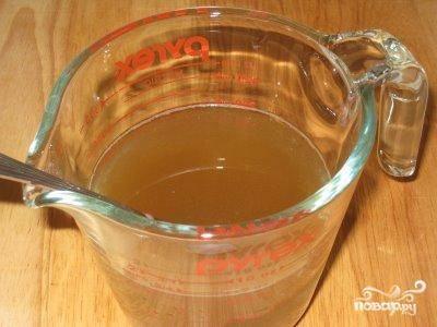 2.Залить капусту наполовину любым овощным бульоном, который вы обычно используете для приготовления постных супов.