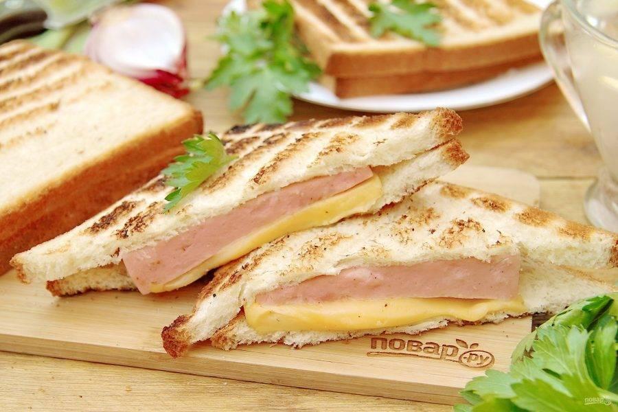 Бутерброды на гриле готовы. Приятного аппетита!