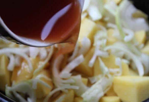 Приготовленный соус заливаем в чашу.