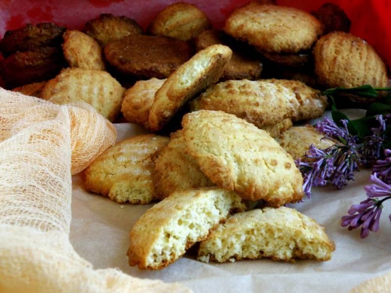 Из данного количества продуктов получается два больших противня печенья.