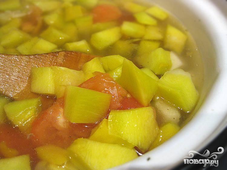 5. Добавляем их в суп. Специи и соль добавляем по вкусу.