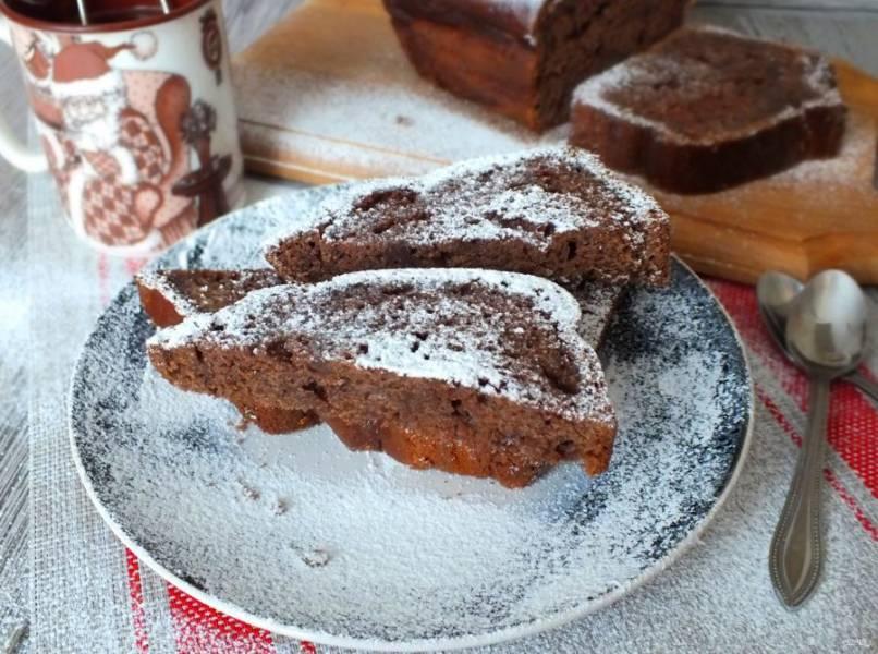 Перед подачей, по желанию, посыпьте пирог сахарной пудрой.