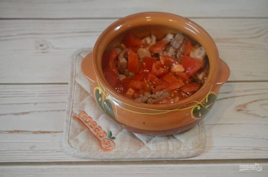 14. Затем нарезанный помидор.