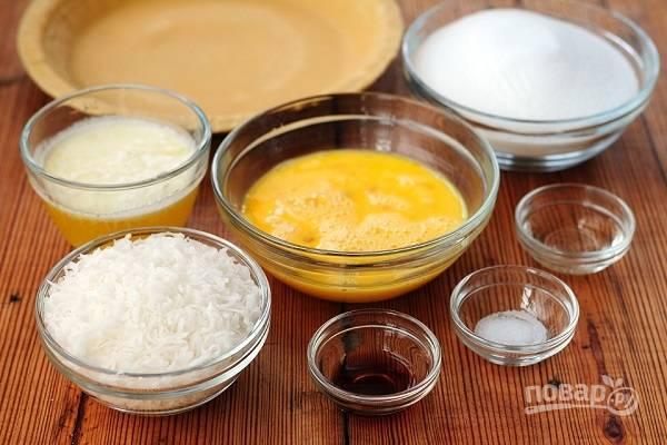 1. Вот такой набор ингредиентов вам потребуется, чтобы повторить рецепт на собственной кухне. Сразу же можно включить духовку, пусть разогревается до 180 градусов.