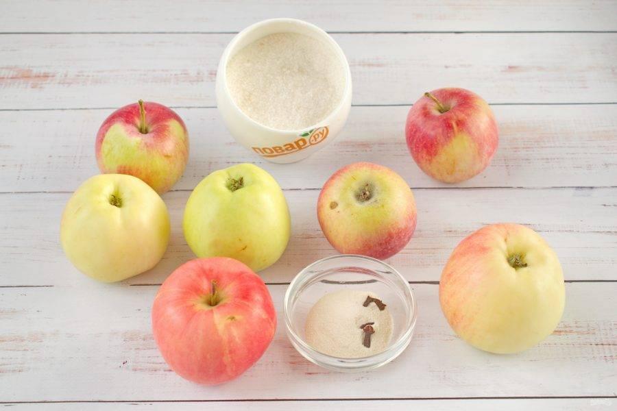 1.     Подготовьте ингредиенты. Яблоки вымойте.