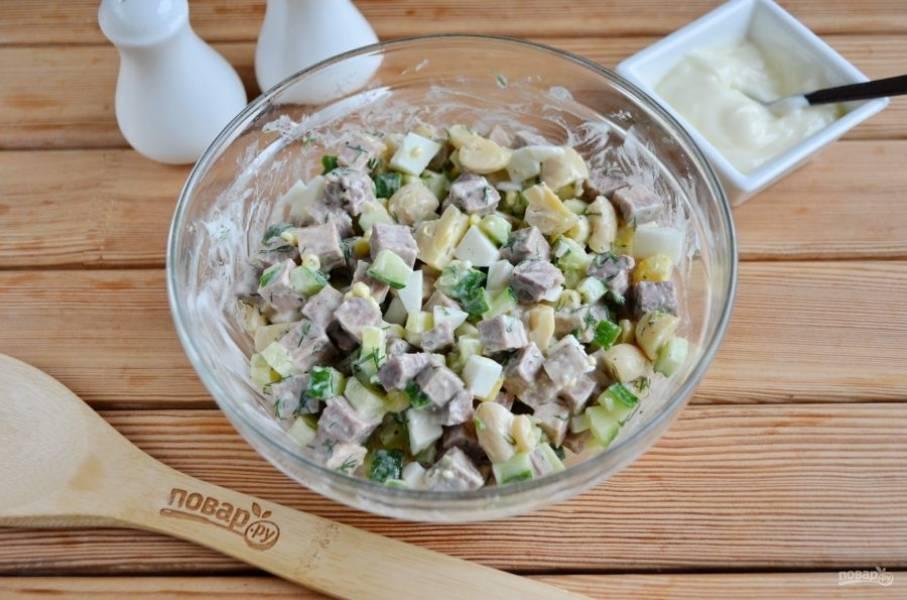 Перемешайте, салат с говяжьим языком и грибами готов! Приятного аппетита!