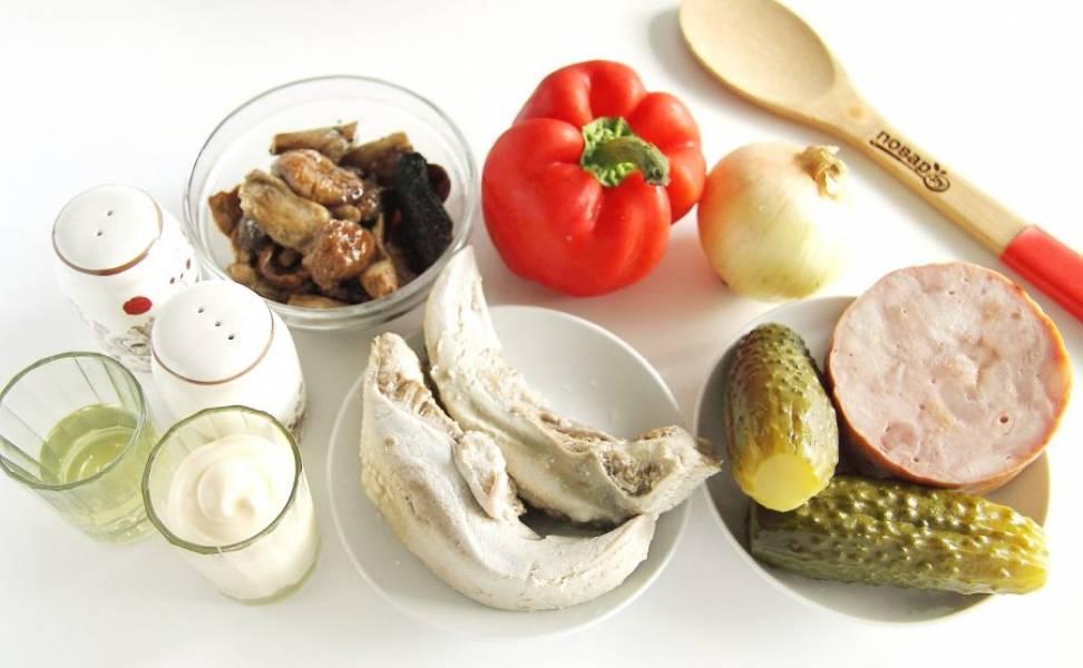 Подготовьте все ингредиенты. Язык заранее отварите и дайте остыть.
