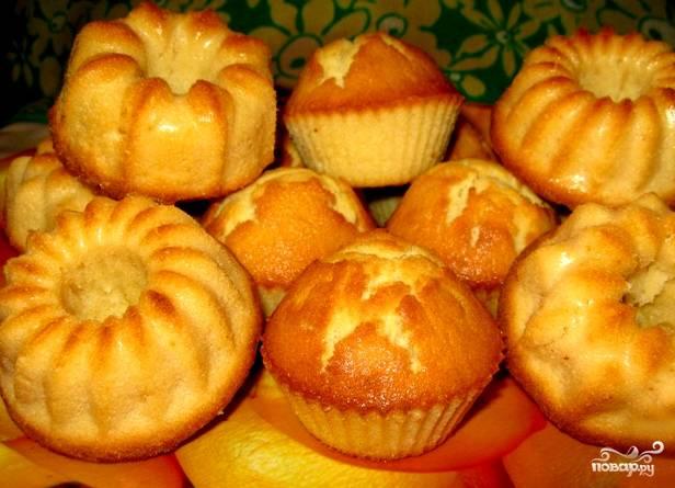 Ставим выпекать в разогретую духовку на 8-10 минут, если кексы маленькие. Если кекс один большой, выпекайте не больше 20 минут при 170 градусах. Приятного аппетита!