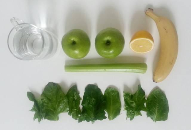 Подготовим все необходимые продукты, вымоем фрукты и овощи.