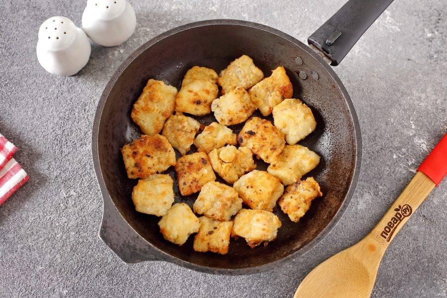 Затем обжарьте на сильном огне на сковороде с двух сторон до румяной корочки.