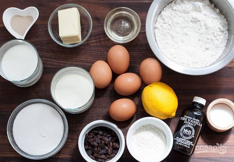 1. Вот такой набор ингредиентов потребуется, чтобы приготовить заварной кулич в домашних условиях.