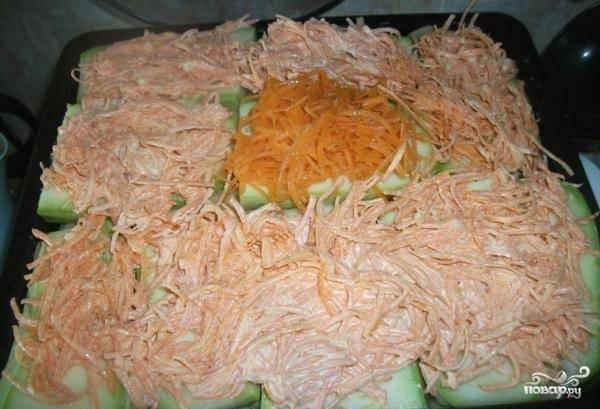 9. На кабачки выложить морковь.
