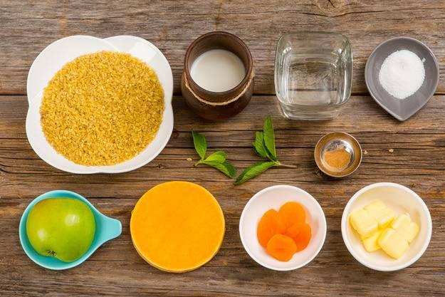 1. Вот такой яркий, красивый и, главное, - полезный набор ингредиентов, который используется в рецепте приготовления каши из булгура на молоке.