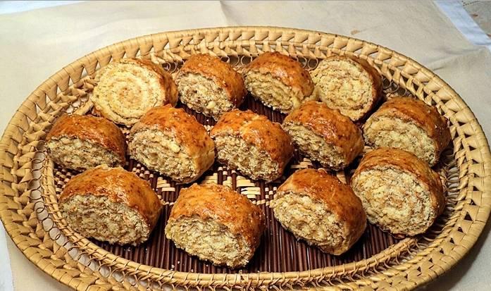 4. Запекать надо при 170 градусах в духовке, пока не начнут румяниться. Тогда печенье полностью готово! Приятного аппетита!