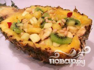 Праздничный салат в ананасе