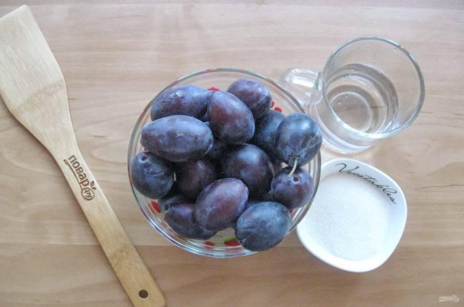 Подготовьте ингредиенты для приготовления джема из сливы.