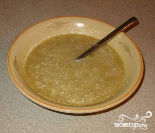 5.Перед подачей на стол влить молока/сметану в суп и хорошо перемешать. Этот суп хорошо замораживать. В замороженном виде он может храниться до 2 месяцев.