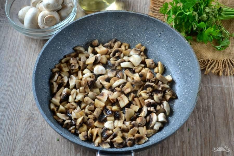 Обжарьте из в 2 ст. ложках оливкового масла до готовности.
