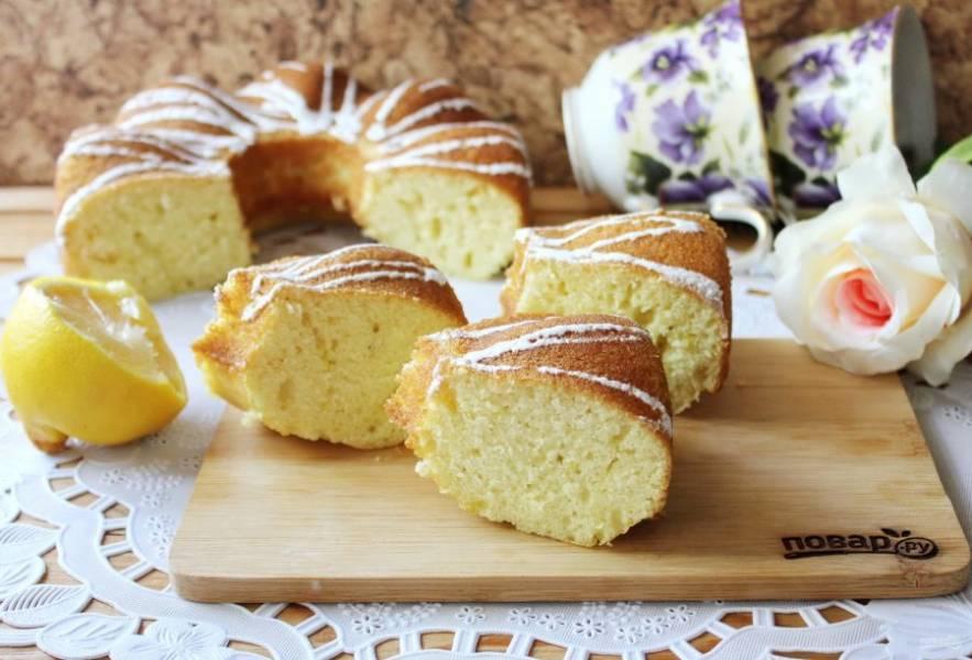 Лимонный кекс на кефире готов. Нарежьте и подавайте к столу. Приятного чаепития!