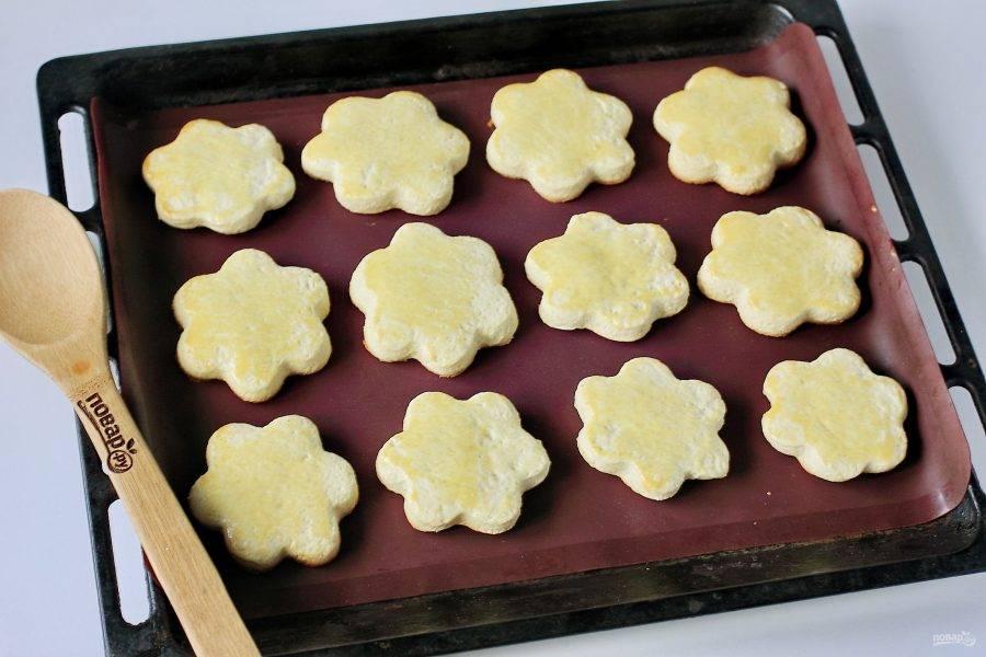 Песочное печенье на молоке готово.