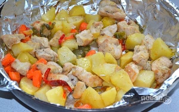 10. Запекайте минут 30-45 до готовности (время зависит от размера кусочков курицы и выбранных овощей).