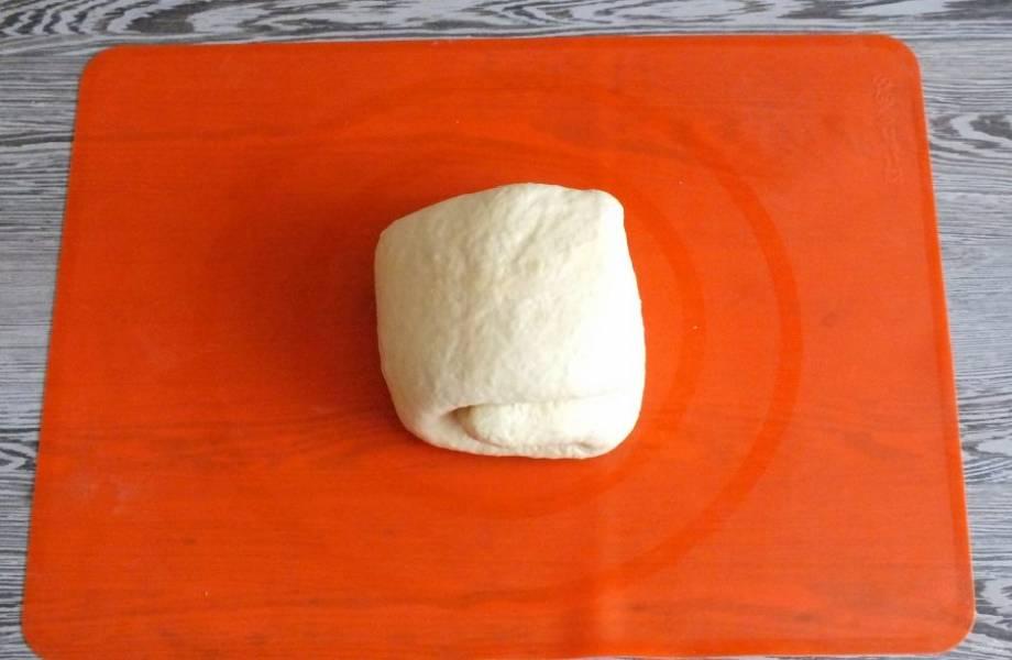Сложив тесто в последний раз, заверните его в пакет и уберите в холодильник на 1 час.