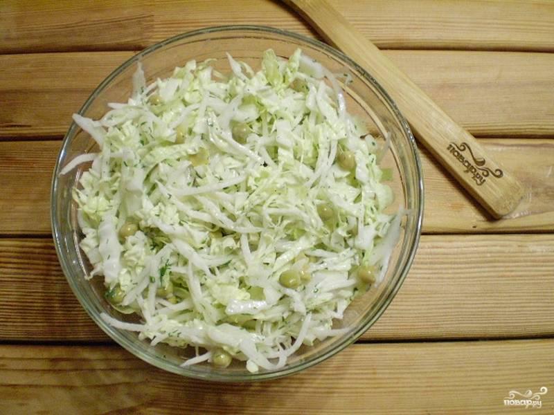 5. Перемешайте, салат готов. Подавайте его к столу свежеприготовленным. Приятного аппетита!