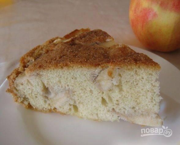 11. Нарезайте пирог и подавайте его к чаю!