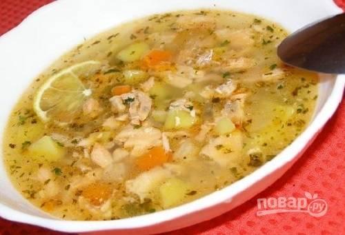 Готовый суп пусть настоится минут 5-7, и можно подавать к столу. Рекомендую в тарелку добавить ломтик лимона.