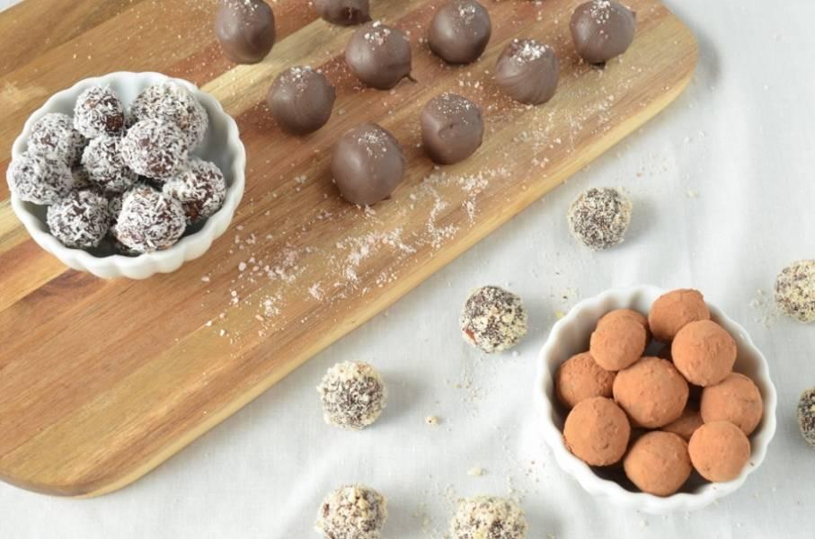 4. Осталось только охладить трюфели в холодильнике в течение двух часов. Шоколадные трюфели готовы!
