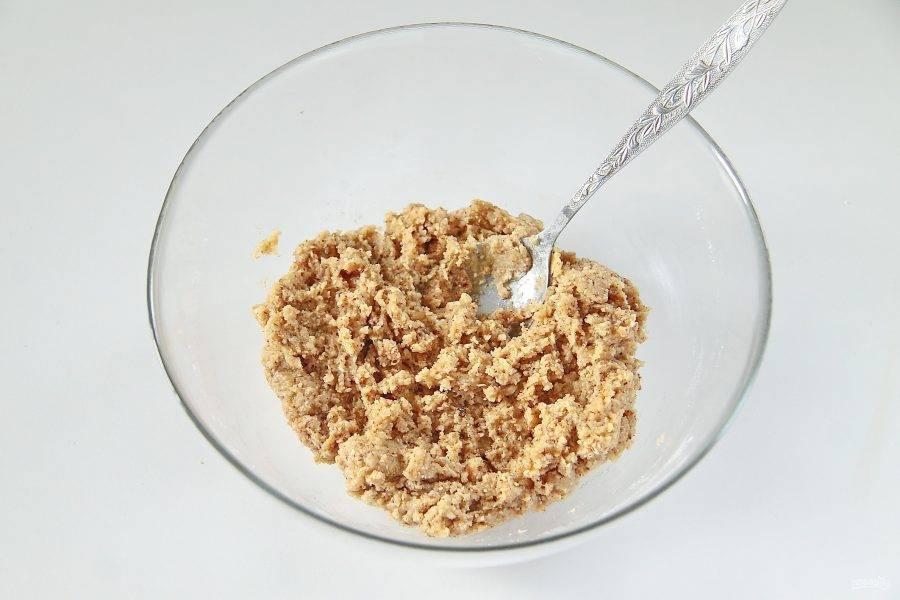 6. Перемешайте все до однородного состояния. У вас должно получится достаточно липкое и густое тесто.