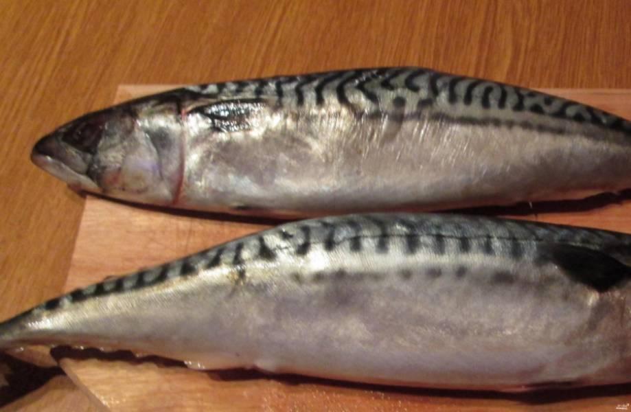 1. Рыбу помоем, очистим от чешуи, костей и внутренностей, промоем и нарежем кусочками.