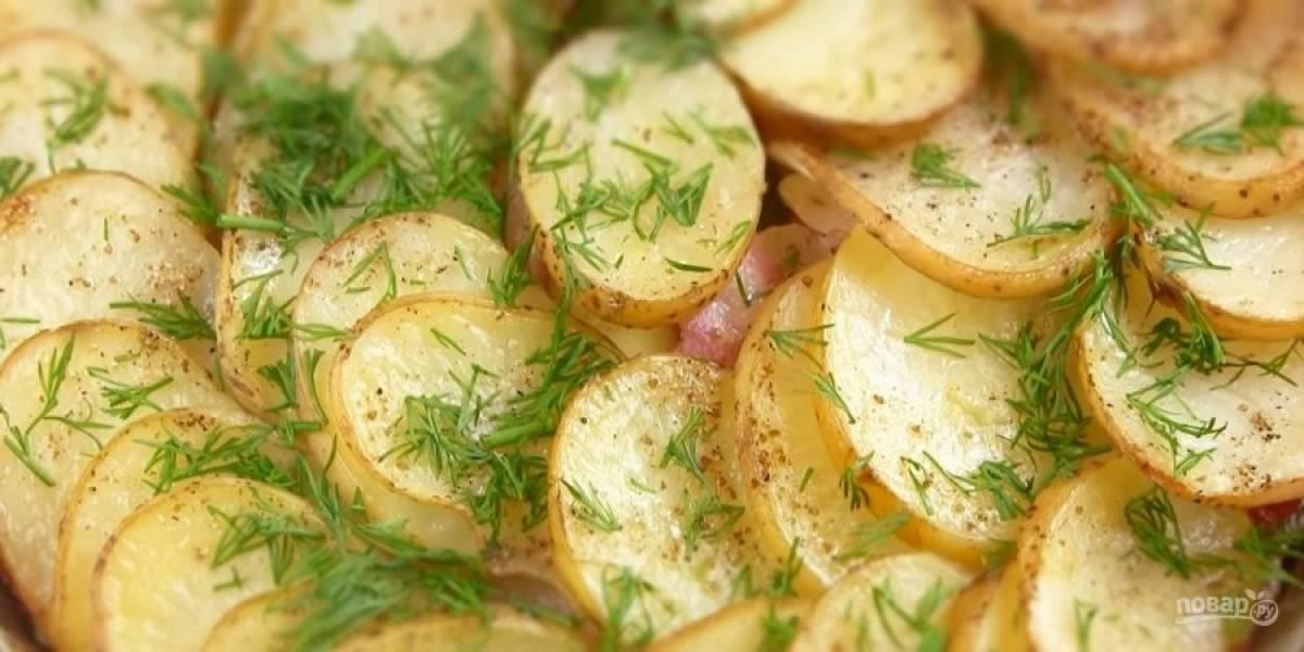 4. Затем снимите фольгу и запекайте еще 20 минут. Подавайте горячим, посыпав блюдо рубленым укропом. Приятного аппетита!