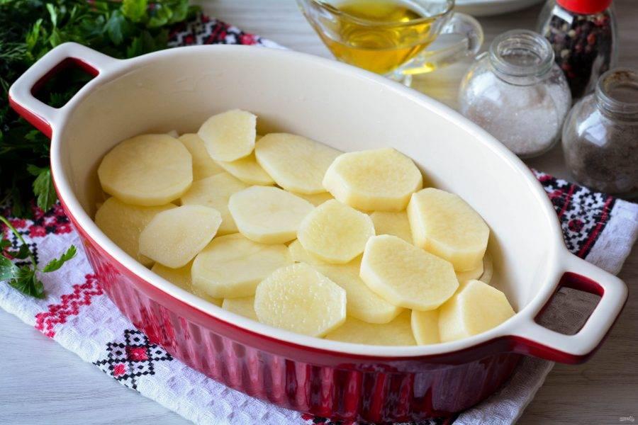 Сверху выложите слой картошки.